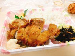 桃串の山賊焼き弁当594円