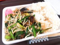 東神田の弁当屋のニラレバ炒め弁当600円